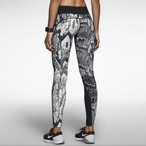 {Nike} Running Dri Fit Snakeskin Print Leggings